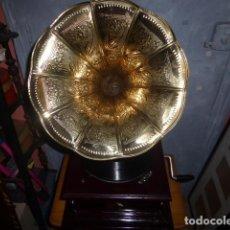 Gramófonos y gramolas: GRAMOFONO O GRAMOLA LA VOZ DE SU AMO. ( HIS MASTERS VOICE) FUNCIONANDO . Lote 155926742