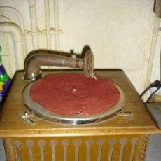 Gramófonos y gramolas: BONITA GRAMOLA ESTA EN MUY BUEN ESTADO Y FUNCIONA VER FOTOS. Lote 156641042
