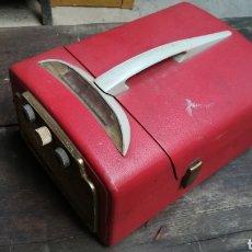 Gramófonos y gramolas: ANTIGUO TOCADISCOS RADIO PORTÁTIL VINTAGE DANSETTE ÚNICO. Lote 158068197