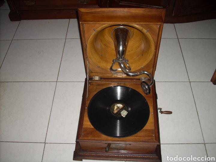 Gramófonos y gramolas: Impresionante Gramola ,rara unica funcionando muy bien,año 1910 - Foto 2 - 158917490