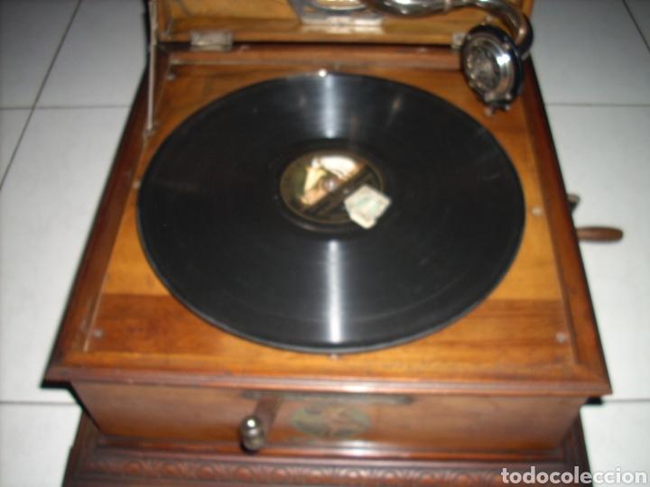 Gramófonos y gramolas: Impresionante Gramola ,rara unica funcionando muy bien,año 1910 - Foto 3 - 158917490