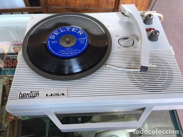 TOCADISCOS PORTÁTIL Y DISCOS (Radios, Gramófonos, Grabadoras y Otros - Gramófonos y Gramolas)