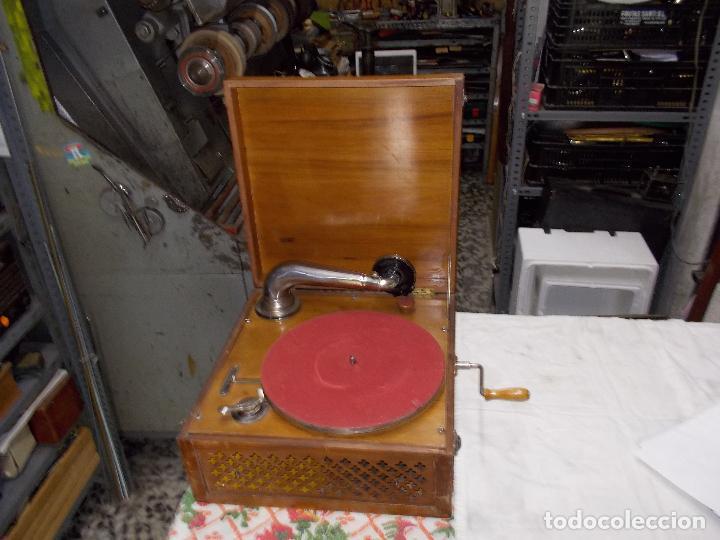 GRAMOLA FUNCIONANDO (Radios, Gramófonos, Grabadoras y Otros - Gramófonos y Gramolas)