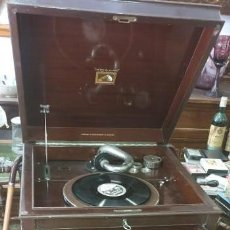 Gramófonos y gramolas: GRAMOLA ANTIGUA CON MUEBLE LA VOZ DE SU AMO FUNCIONANDO. Lote 205360011