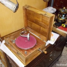 Gramófonos y gramolas: GRAMOLA DE MADERA. Lote 167970004