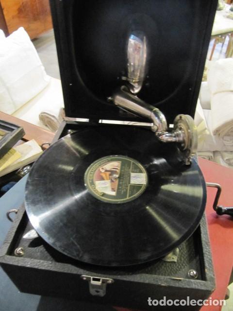 GRAMOFONO DE LA MARCA DECCA - FUNCIONANDO - CHAPA DE FADAS C/PELIGROS EN MADRID (Radios, Gramófonos, Grabadoras y Otros - Gramófonos y Gramolas)
