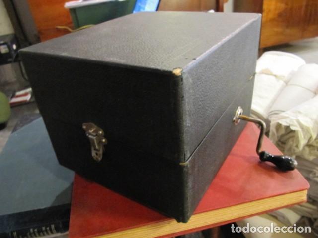 Gramófonos y gramolas: GRAMOFONO DE LA MARCA DECCA - FUNCIONANDO - CHAPA DE FADAS C/PELIGROS EN MADRID - Foto 2 - 168040692