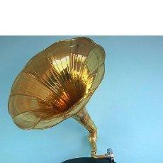 Gramófonos y gramolas: GRAMÓFONO, GRAMOLA. ESTILO VINTAGE. RESTAURADO Y FUNCIONANDO. AÑOS 70. Lote 169195976