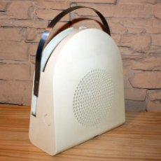Gramófonos y gramolas: COMEDISCOS MINERVA - TOCADISCOS TOCA DISCOS COME DISCOS - VINTAGE RETRO SPACE AGE. Lote 170575590