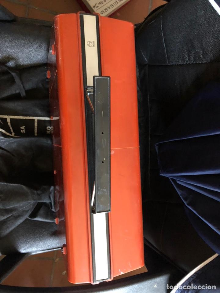 Gramófonos y gramolas: Tocadiscos portàtil o a corriente PHILIPS MOD. 623 con altavoces incorporados - Foto 10 - 171368223