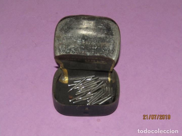 Gramófonos y gramolas: Antigua Cajita en Hojalata Litografiada con 28 Agujas para Gramola Gramófono ODEON - Foto 2 - 171817498