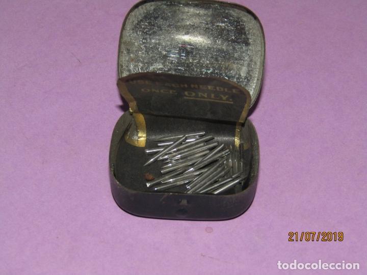Gramófonos y gramolas: Antigua Cajita en Hojalata Litografiada con 28 Agujas para Gramola Gramófono ODEON - Foto 5 - 171817498
