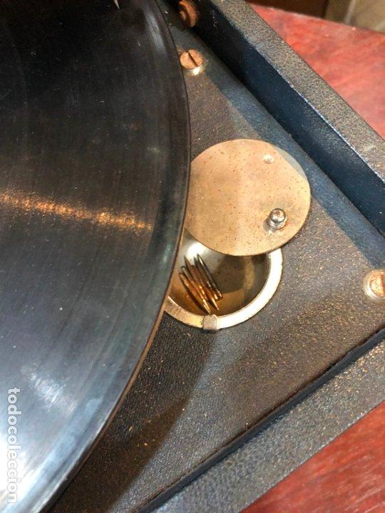 Gramófonos y gramolas: MAGNIFICA GRAMOFONO MALETIN FUNCIONANDO PERFECTAMENTE - Foto 16 - 172530823