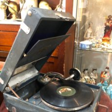 Gramófonos y gramolas: MAGNIFICA GRAMOFONO MALETIN FUNCIONANDO PERFECTAMENTE. Lote 172530823
