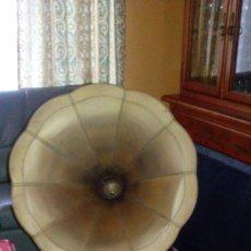 Gramófonos y gramolas: GRAMOFONO. Lote 173790380
