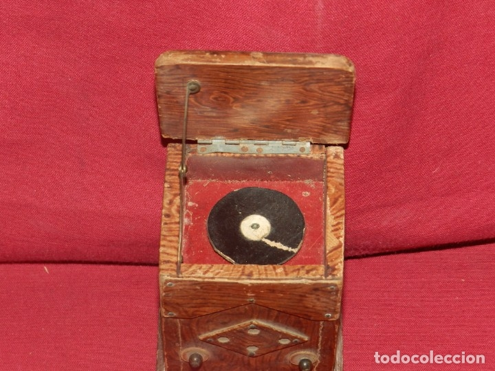 Gramófonos y gramolas: (M) GRAMOFONO EN MINIATURA DE MADERO PRICNIPIOS AÑOS 20, GRAMOFONO ARTE POPULAR - Foto 2 - 175688809
