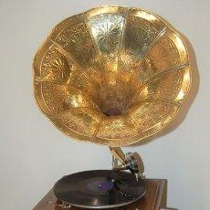 Gramófonos y gramolas: GRAMÓFONO. ESTILO VINTAGE. RESTAURADO Y FUNCIONANDO. AÑOS 80. GRAMOLA.. Lote 176576887