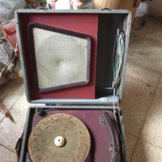 Gramófonos y gramolas: TOCADISCOS DE MALETA ANTIGUO VINTAGE RETRO MELODIAL. Lote 178826201