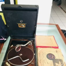 Gramófonos y gramolas: ¡GRAN OFERTA ! ANTIGUO GRAMOFONO DE MALETA-HIS MASTER VOICE-GRAN LOTE DE 18 DISCOS-FUNCIONA. Lote 180087368
