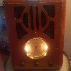 Gramófonos y gramolas: RADIO DE MADERA CON REPRODUCTOR DE CD. Lote 182504695