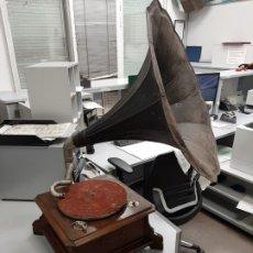 Gramófonos y gramolas: ANTIGUO GRAMOFONO SUIZO .. Lote 182788056