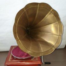 Gramófonos y gramolas: GRAMOFONO HIS MASTER'S VOICE LA VOZ DE SU AMO CON DISCOS. Lote 182869237