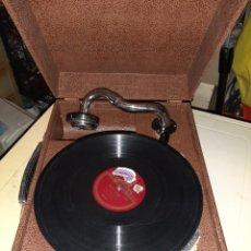 Gramófonos y gramolas: ANTIGUA GRAMOLA DE MALETA . FUNCIONA . Lote 183410525