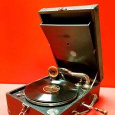 Gramófonos y gramolas: GRAMOLA DE MALETA ANTIGUA, FUNCIONANDO. Lote 184454126