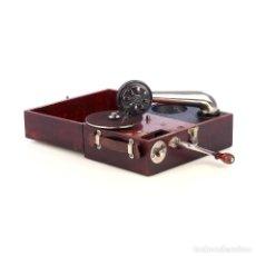 Gramófonos y gramolas: ANTIGUO GRAMÓFONO DE VIAJE SUIZO PAILLARD MAESTROPHONE. SUIZA, CIRCA 1925. Lote 185697911