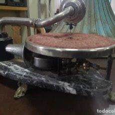 Gramófonos y gramolas: MINI GRAMOLA ANTIGUA. Lote 186461795