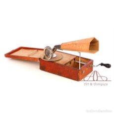 Gramófonos y gramolas: ANTIGUO GRAMÓFONO DE VIAJE MIGNONPHONE. FRANCIA, 1925. Lote 189726971