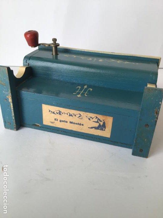Gramófonos y gramolas: ANTIGUO ORGANILLO- PIANOLA , FUNCIONANDO , CON SU MANIVELA EN METAL , 1927 , EL GATO MONTES - Foto 5 - 190035581