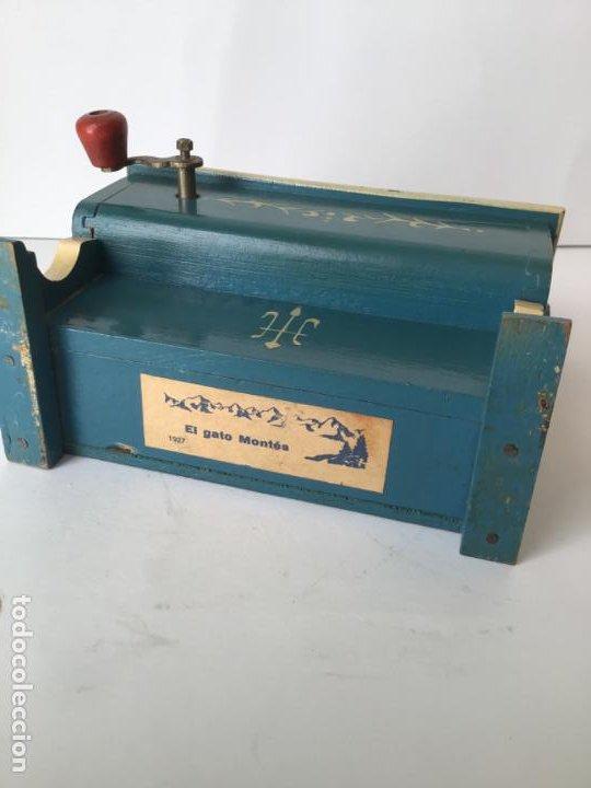 Gramófonos y gramolas: ANTIGUO ORGANILLO- PIANOLA , FUNCIONANDO , CON SU MANIVELA EN METAL , 1927 , EL GATO MONTES - Foto 7 - 190035581