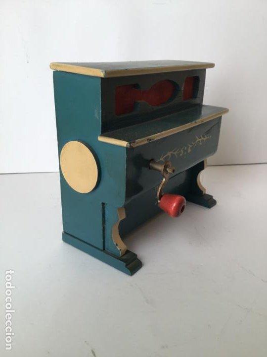 Gramófonos y gramolas: ANTIGUO ORGANILLO- PIANOLA , FUNCIONANDO , CON SU MANIVELA EN METAL , 1927 , EL GATO MONTES - Foto 8 - 190035581