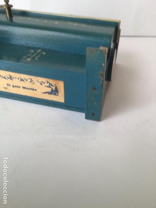 Gramófonos y gramolas: ANTIGUO ORGANILLO- PIANOLA , FUNCIONANDO , CON SU MANIVELA EN METAL , 1927 , EL GATO MONTES - Foto 11 - 190035581