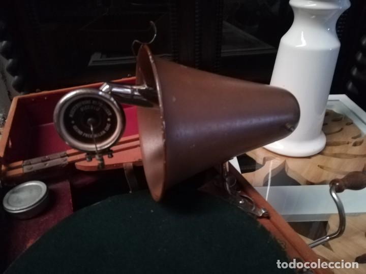 Gramófonos y gramolas: GRAMÓFONO DE MALETA CON BOCINA LA VOZ DE SU AMO. C. COPPEL.MUY RARO.FUNCIONANDO. - Foto 4 - 190160241