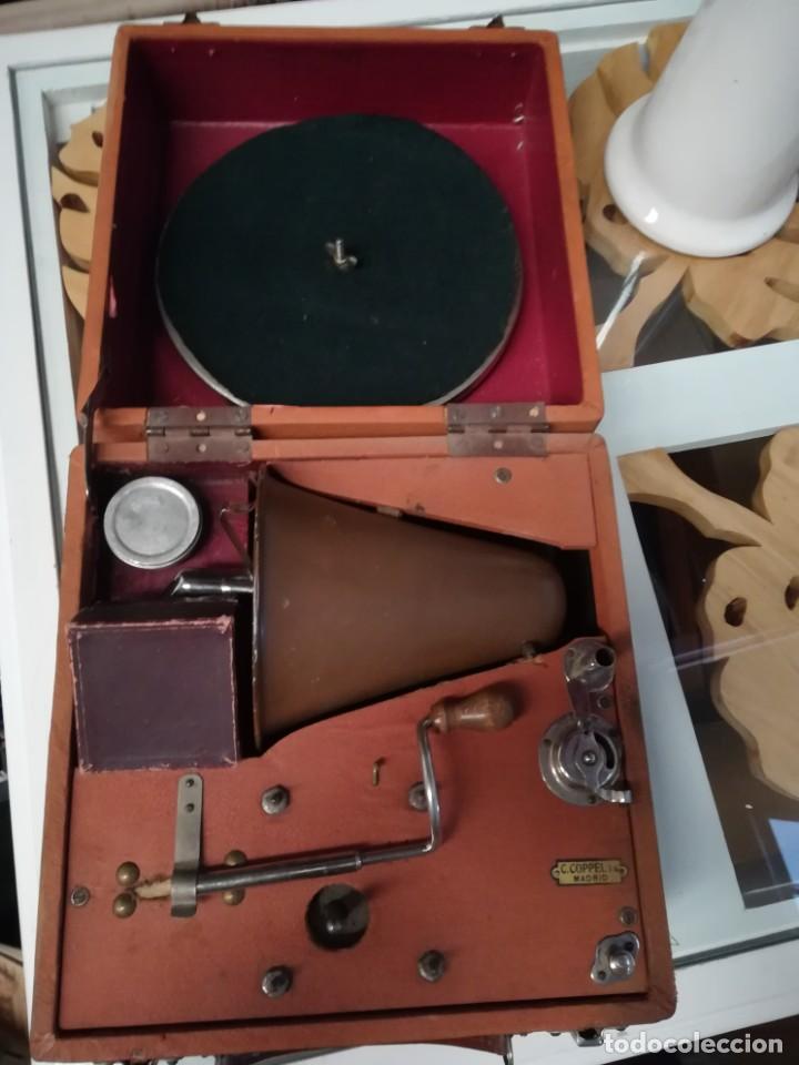 Gramófonos y gramolas: GRAMÓFONO DE MALETA CON BOCINA LA VOZ DE SU AMO. C. COPPEL.MUY RARO.FUNCIONANDO. - Foto 2 - 190160241