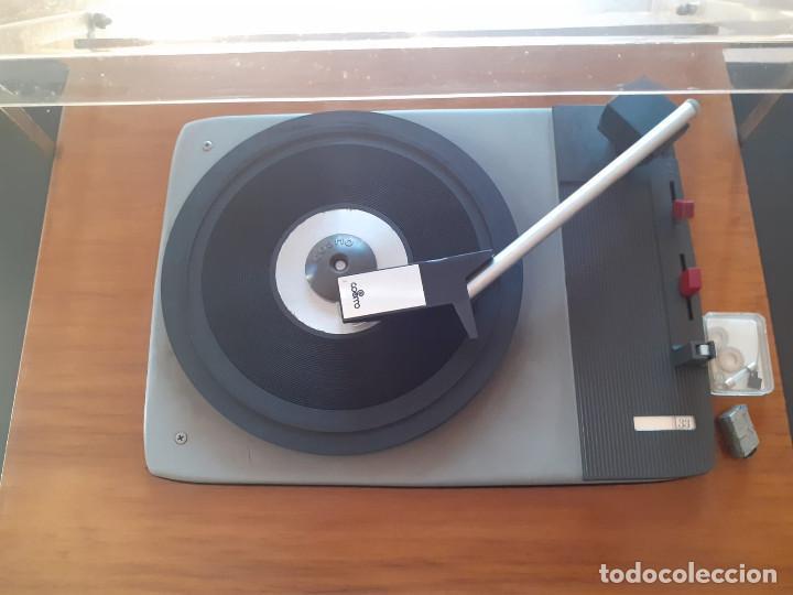 Gramófonos y gramolas: tocadiscos cosmos 3501 años 70 - Foto 7 - 194603718