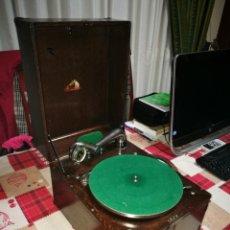 Gramófonos y gramolas: GRAMÓFONO HMV MODELO PAAO PRIMER MODELO PORTABLE 1921. Lote 194650350