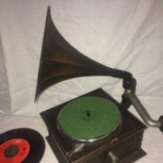 Gramófonos y gramolas: ANTIGUO TOCADISCOS DE MADERA!PILAS!. Lote 194733016