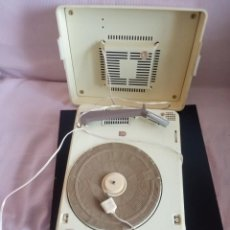 Gramófonos y gramolas: TOCADISCOS PHILIPS MOD.4030, FUNCIONANDO PERFECTAMENTE, REPARADO CON CAMBIO DE CORRIENTE.. Lote 196565108