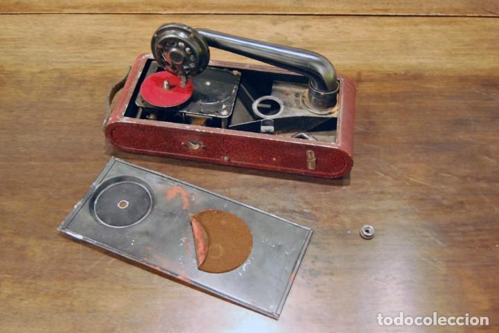 GRAMÓFONO DE VIAJE THORENS EXCELDA Y AGUJAS COLUMBIA. AÑOS 30 (Radios, Gramófonos, Grabadoras y Otros - Gramófonos y Gramolas)