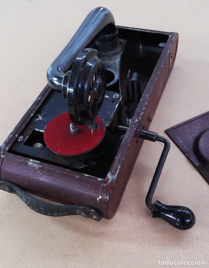 Gramófonos y gramolas: GRAMÓFONO DE VIAJE THORENS EXCELDA Y AGUJAS COLUMBIA. AÑOS 30 - Foto 7 - 199666976