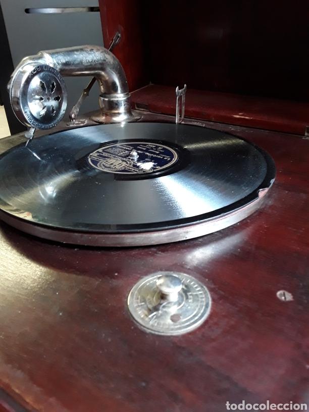 Gramófonos y gramolas: Antigua gramola original de sobremesa funda funcionando - Foto 3 - 200521940