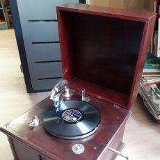 Gramófonos y gramolas: ANTIGUA GRAMOLA ORIGINAL DE SOBREMESA FUNDA FUNCIONANDO. Lote 200521940