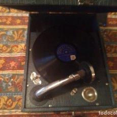 Gramófonos y gramolas: FONÓGRAFO PATHE DIAMOND. AÑOS TREINTA. CON DOS DISCOS DE PIZARRA. FUNCIONANDO. Lote 202702958