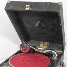 Gramófonos y gramolas: ANTIGUA GRAMOLA GRAMOFONO DE MALETA PATHÉ DIAMOND. Lote 204177532