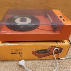 Gramófonos y gramolas: TOCADISCOS PHILIPS D5120 FUNCIONANDO EN SU CAJA ORIGINAL. Lote 204385237