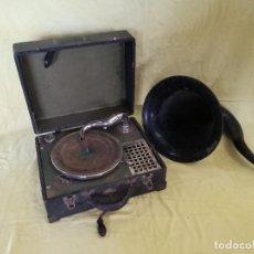 Gramófonos y gramolas: ANTIGUO TOCADISCOS DE MANIVELA CON MALETÍN Y AURICULAR, DECORACIÓN, RESTAURAR O PIEZAS. Lote 204771597