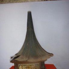 Gramófonos y gramolas: CAJA GRAMOLA CON TROMPETA. Lote 205119756